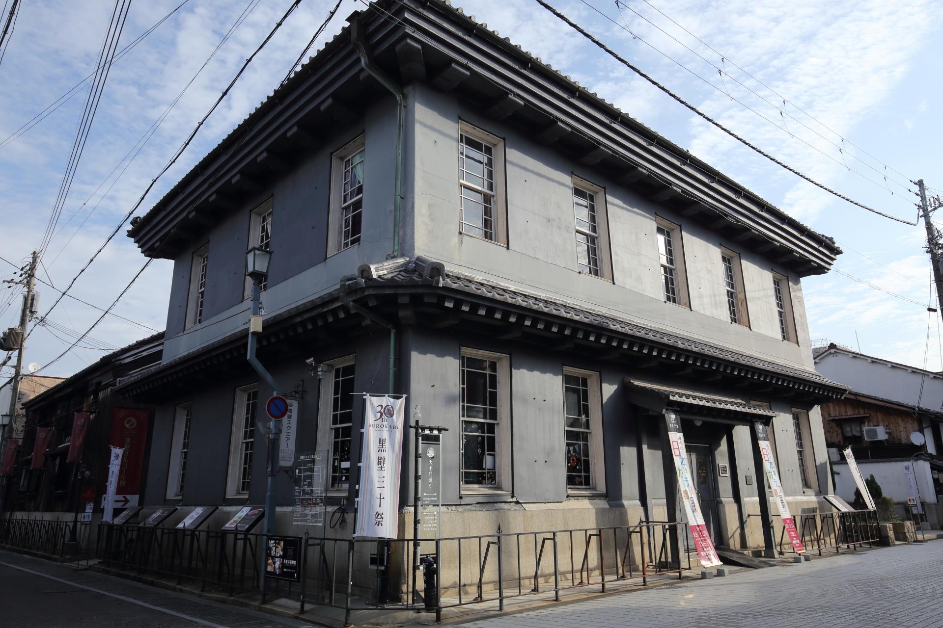 黒壁ガラス館|明治33年に建てられた銀行を跡を利用。テーブルウェアやインテリア品、アクセサリーなど多数取り揃え。