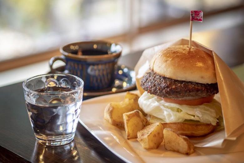こだわりのハンバーガーが食べられる隠れ家的カフェ|ピクニックカフェあかつき